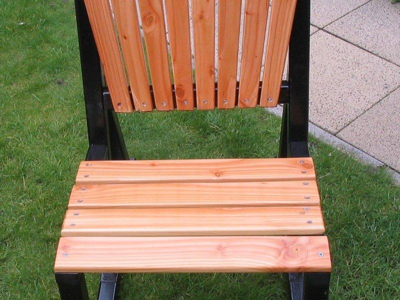 Hout banken en stoelen voor mensen met zitklachten werkplaats